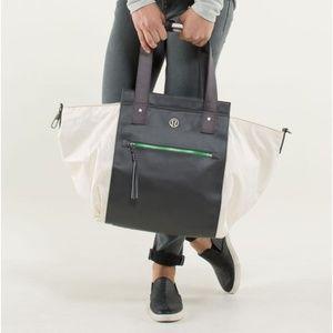 LULULEMON Carry Me Om Tote Big Paisley Emboss Bag